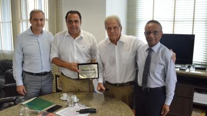 ACE-Guarulhos rende homenagem a presidente da Facesp por legado à classe empresarial