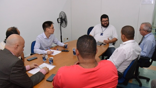 Criador de material pedagógico com foto de Bolsonaro é ouvido por Comissão