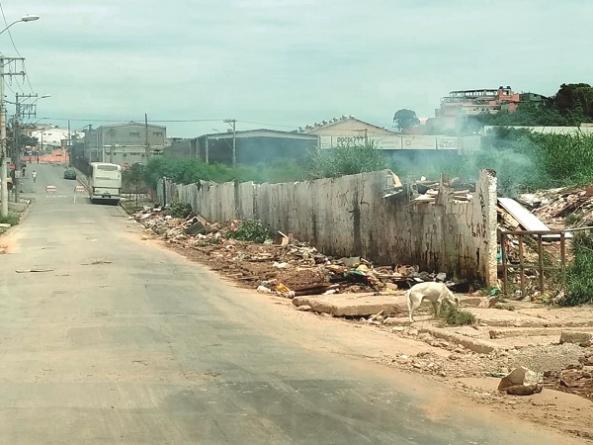 Mesmo com PEV, população realiza descarte irregular no Taboão