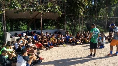 Ex-atletas realizam trabalho social com futebol para crianças de Guarulhos