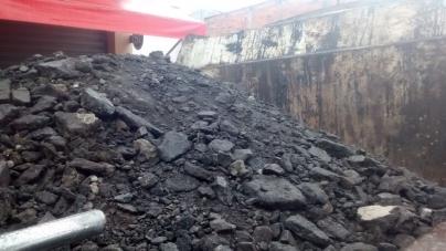 Prefeitura adota medida paliativa para consertar excesso de buracos na cidade
