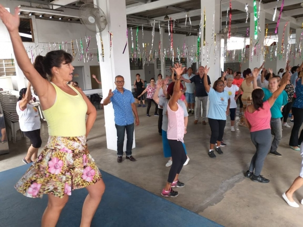 Aulão de dança e palestra sobre Inteligência Emocional reúnem idosos