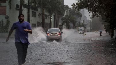Com previsão de pancadas de chuva em SP, risco de transbordamentos permanece