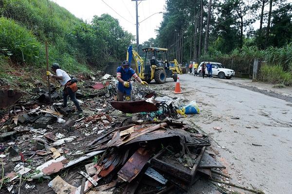 Prefeitura retira 80 toneladas de resíduos de rua na região do Pimentas