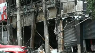 Incêndio de grandes proporções atinge prédio comercial no Brás