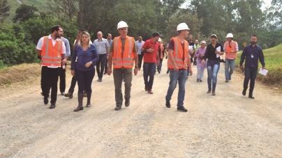 Vereadores realizam diligência no aterro no Cabuçu