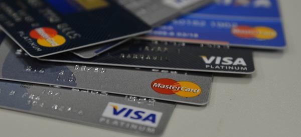 Quase 9 milhões de brasileiros tiveram cartão de crédito clonado nos últimos 12 meses