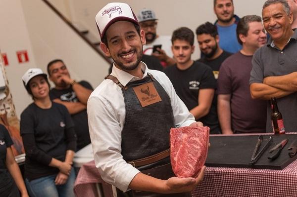 Clube da Carne Steakhouse oferece curso de churrasco