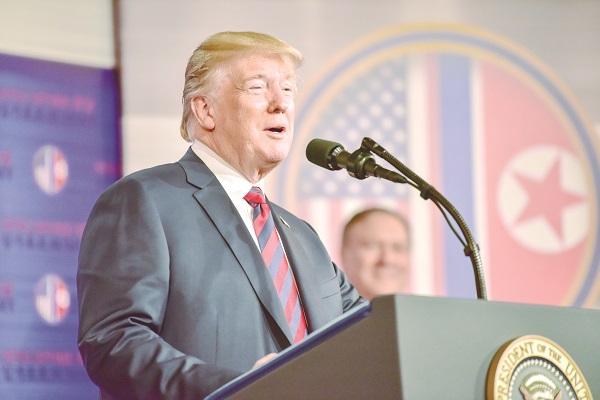 Trump elogia economia dos EUA e critica investigação de interferência russa