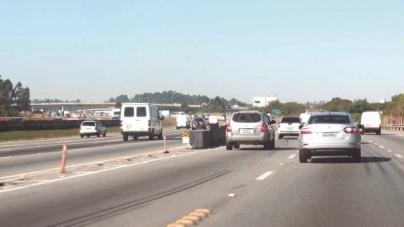 Quase dois milhões de veículos devem passar pelas rodovias que cortam Guarulhos no feriado