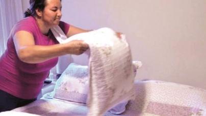 Mulher trabalha quase dobro de horas que homem nos afazeres domésticos, diz IBGE