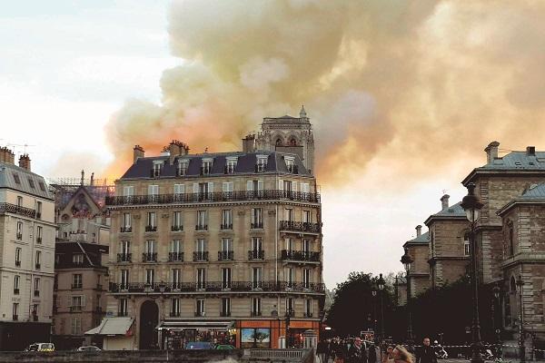Macron diz que Notre-Dame pode ser reconstruída em até cinco anos