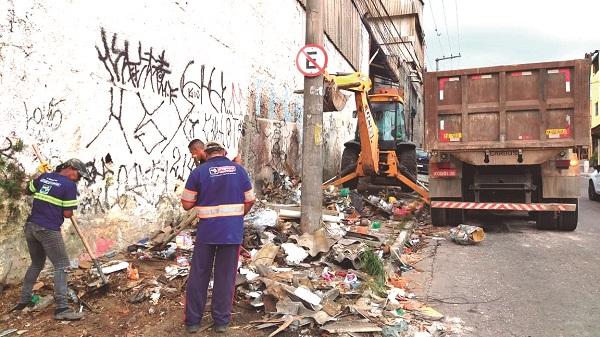 Prefeitura e Proguaru atuam juntas contra o descarte irregular de lixo