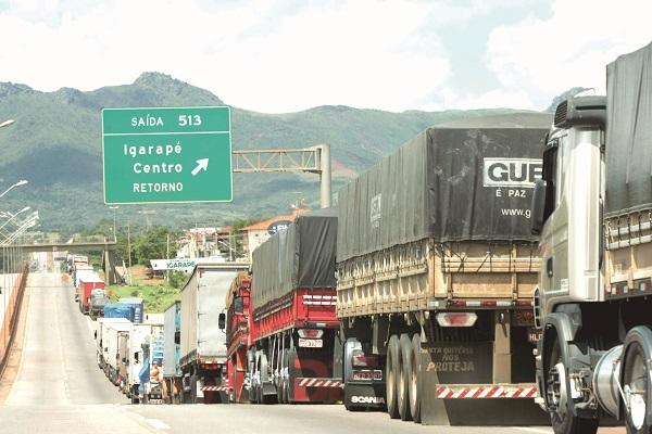 Governo anuncia linha de crédito de até R$ 30 mil para caminhoneiros autônomos