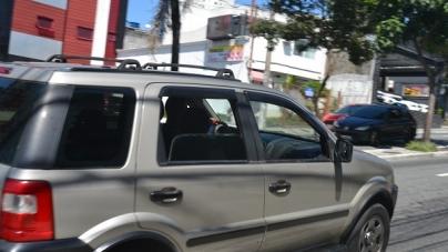 Uso de celular ao volante gera uma multa a cada hora em Guarulhos