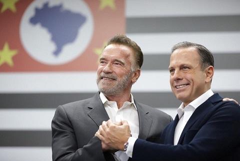 Arnold Schwarzenegger visita o Palácio dos Bandeirantes