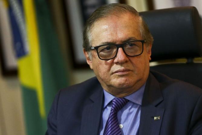Bolsonaro demite ministro da Educação