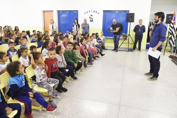 Prefeitura entrega escola na Vila Carmela