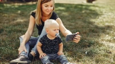 Crianças com menos de 2 anos não devem ter contato com telas, recomenda OMS