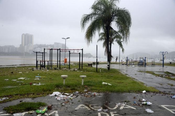 Temporal no Rio deixa ao menos cinco mortos; cidade entra em estágio de crise