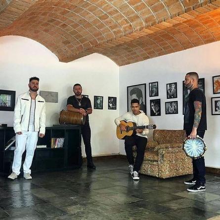 Grupo Doce Encontro se apresenta no Arraiá do Carioca Club