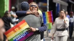 Ação contra a homofobia distribui 1,5 mil abraços no calçadão da Dom Pedro II