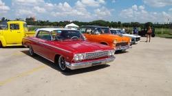 Cecap recebe encontro de carros clássicos e raros