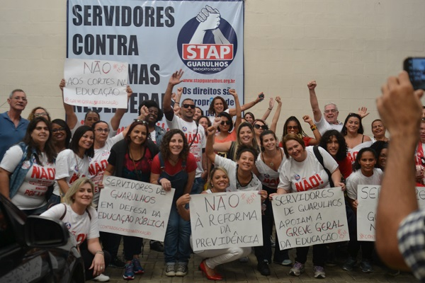Professores e estudantes de Guarulhos se unem a greve nacional da educação