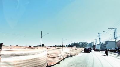 Obras na avenida Santos Dumont complicam o trânsito da região