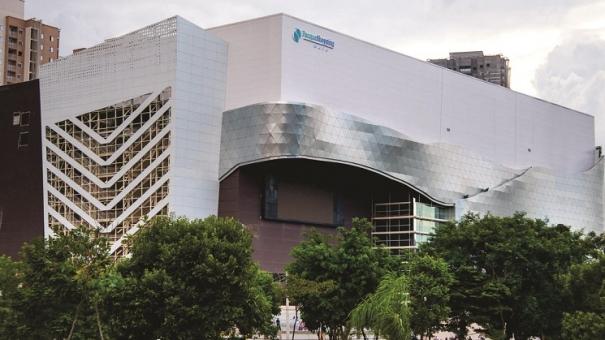 Carros de luxo se reúnem no Parque Shopping Maia