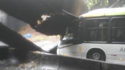 Desabamento fecha túnel que liga zona sul à Barra, no Rio