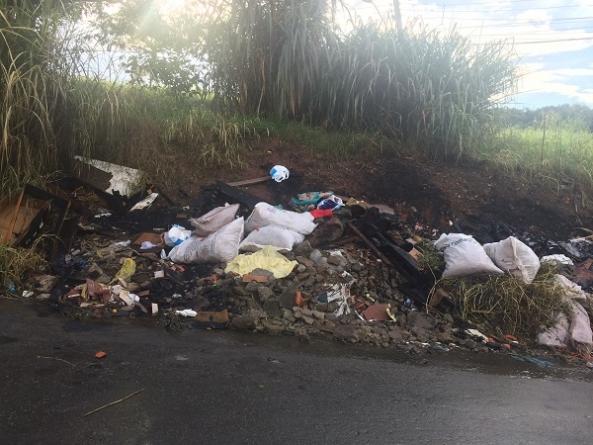 População descarta lixo irregularmente no Arapongas