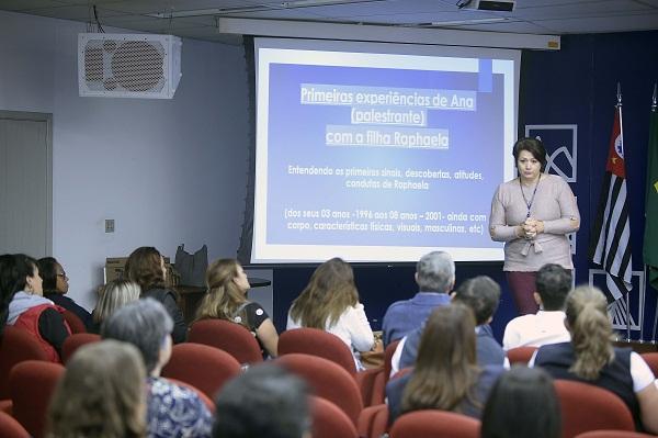 Servidores da prefeitura participam de palestra sobre diversidade