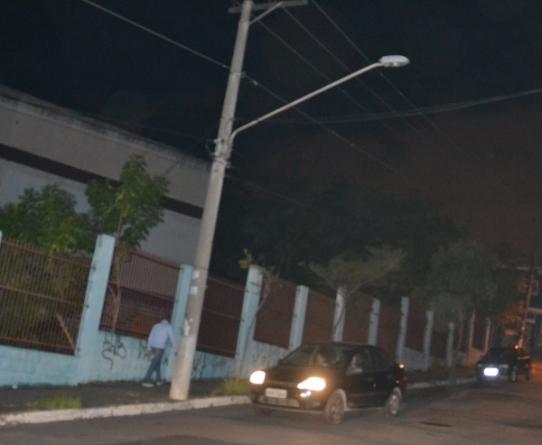 Moradores reclamam de luz queimada próximo ao Thomeozão