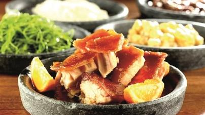 Restaurante brasileiro, que só tem pratos com carne suína, ficou entre os 50 melhores do mundo