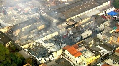 Incêndio atinge depósito da Casas André Luiz na zona leste de São Paulo