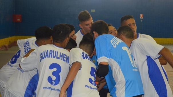 Sub-16 do Guarulhense joga a vida contra o São Paulo