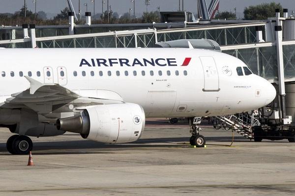França vai taxar voos e destinar recursos para meio ambiente