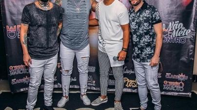 Grupo Doce Encontro se apresenta no Carioca Club