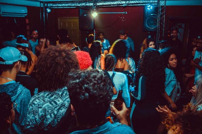 Baile do Blackout traz ritmos dançantes para a Praça das Pedras