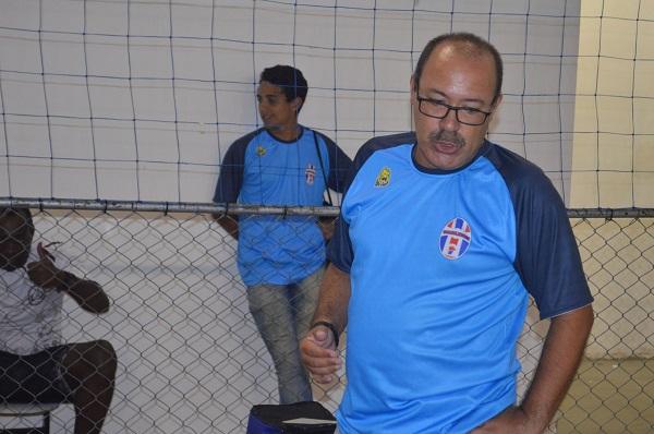 Guarulhense prepara escolinha de futebol de campo