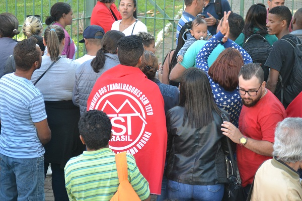 MTST realiza manifestação para reivindicar área ocupada no Jardim São João