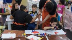 Prefeitura realiza oficina infantil de artesanato em parceria com Internacional Shopping