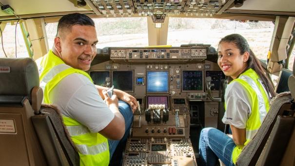 Alunos do projeto social do Lufthansa Group visitam aeronave