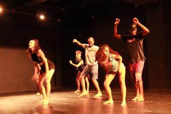 Sesc Guarulhos realiza programação especial de dança para jovens, dedicada ao passinho