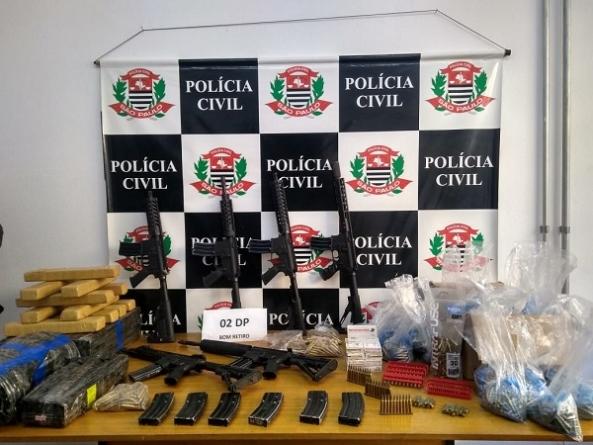 Polícia Civil apreende caminhão com munições, fuzis e meia tonelada de maconha