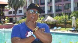 MC Dentinho grava DVD 'Funk das Antigas' no Largo da Batata