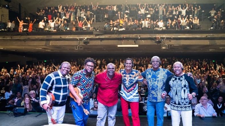 Fundo de Quintal se apresenta no Carioca Club