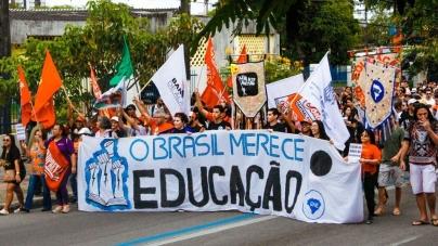 Manifestações pela educação e contra a reforma da previdência ocorrem em todo Brasil