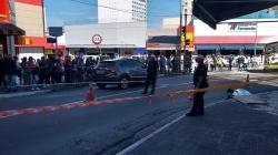 Mulher morre atropelada em frente à Igreja Matriz